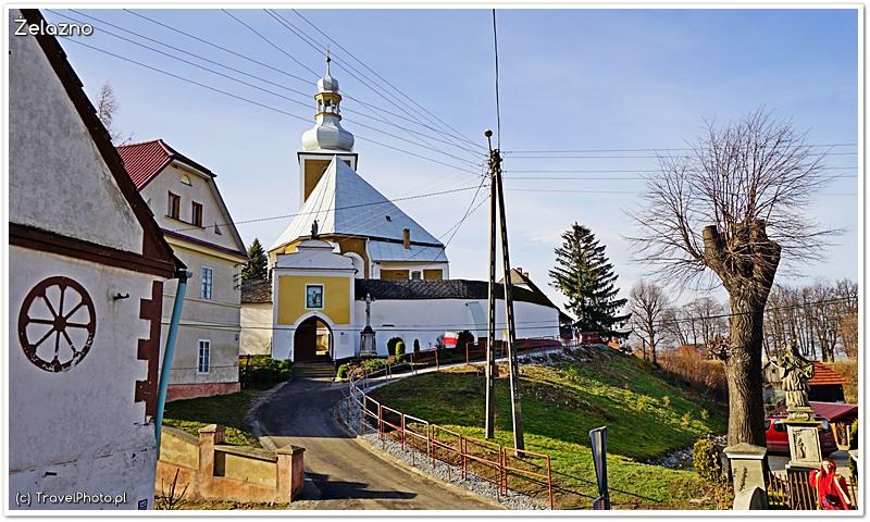 Żelazno - kościół św. Marcina widziany przez koszmarek stworzony przez energetyków (tak psuje się krajobraz Polski)