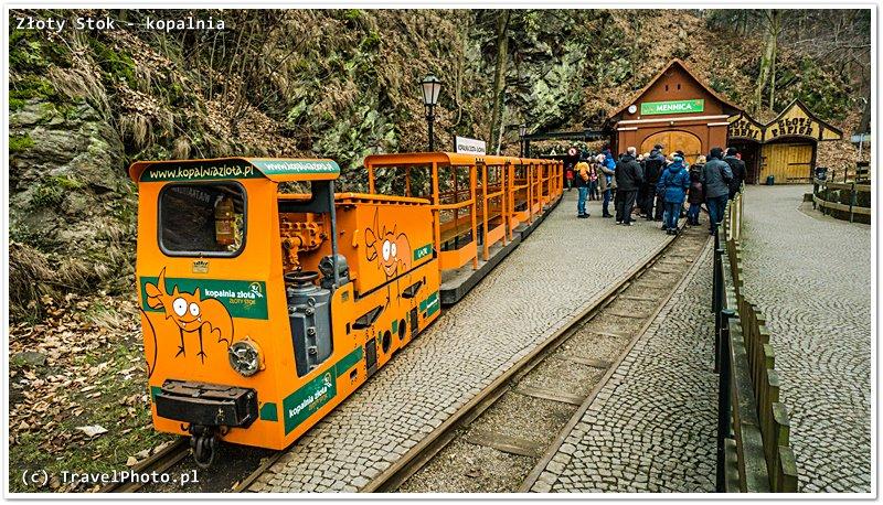 Po zobaczeniu podziemnego wodospadu na powierzchnię wywozi pomarańczowy tramwaj - jedyny taki w Polsce!