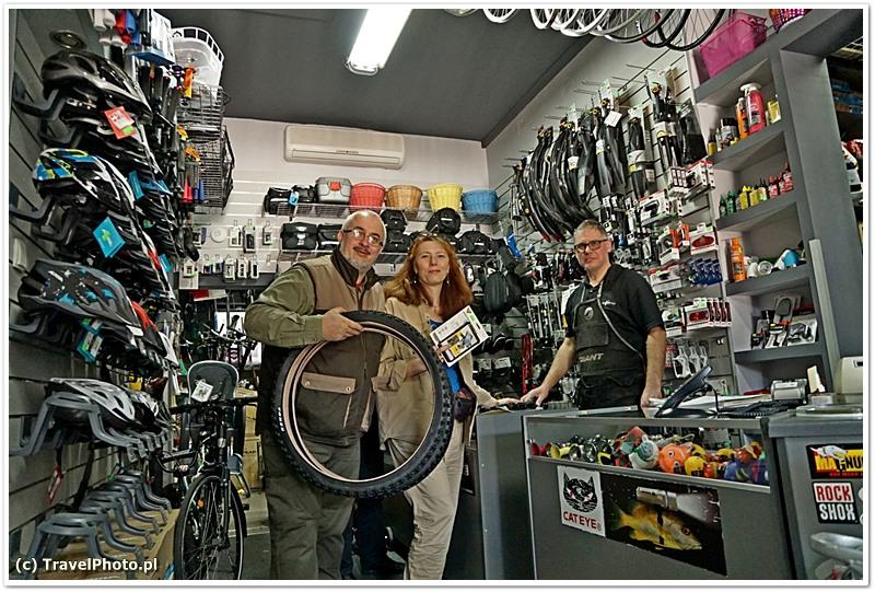 Piotr Oleksiuk - właściciel sklepu i my po zakupach - mój rower będzie nowe letnie opony!