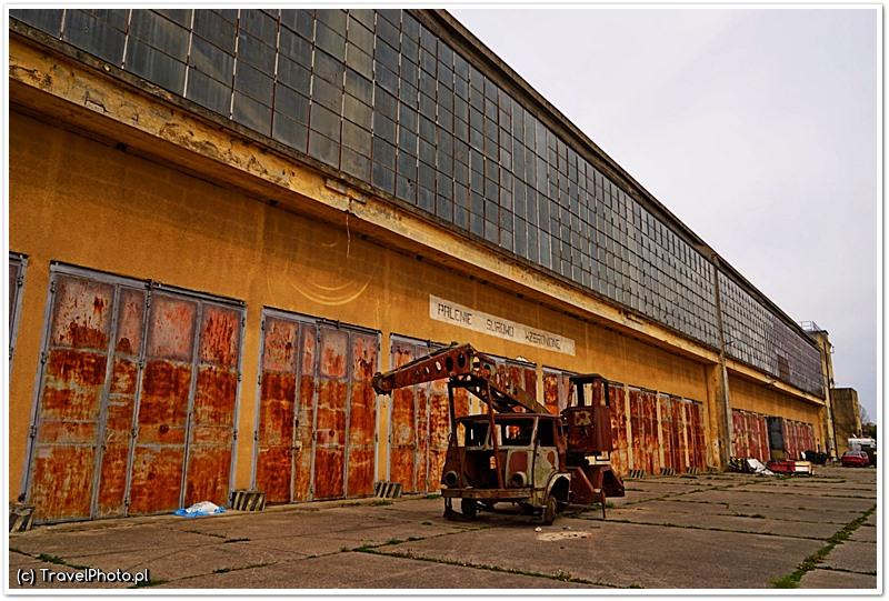 Ogromny hangar chroni zbiory...