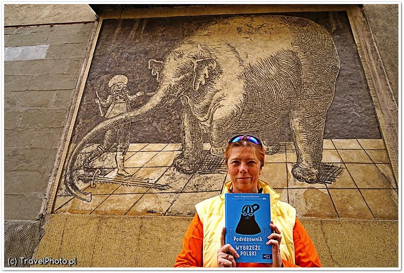 Ania z Podróżownikiem przy najsłynniejszym słoniu w Polsce i to do tego zabytkowym!