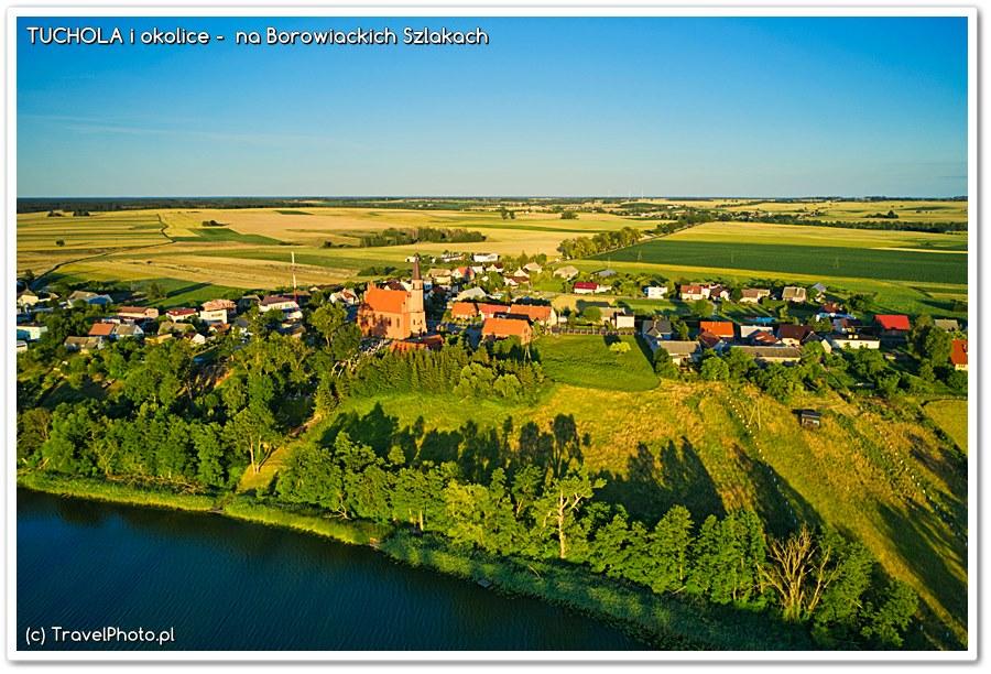 Raciąż (wieś) widziana od jeziora Śpierewnik.