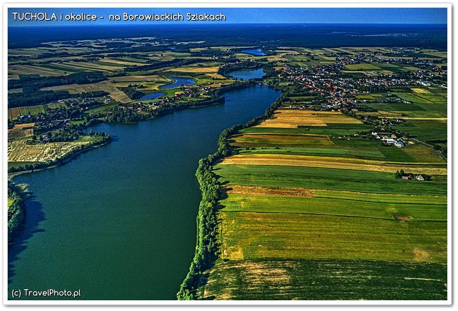 Jezioro Wielkie Cekcyńskie i wieś Cekcyn na końcu jeziora z prawej strony