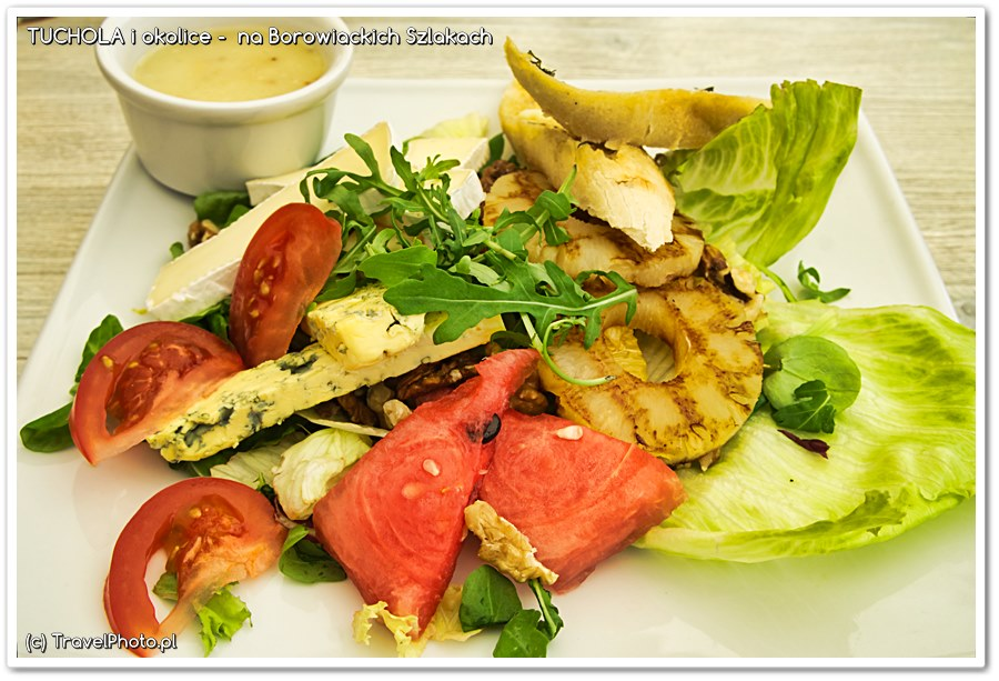 Fojutowo - drugie danie dnia.... sałatka z kurczakiem i grillowanym ananasem! Idealny zestaw na upalny dzień!