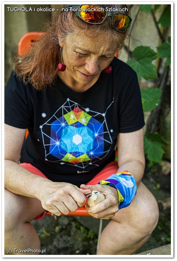 Ania uczy się rzeźbić u Zygmunta Kędzierskiego